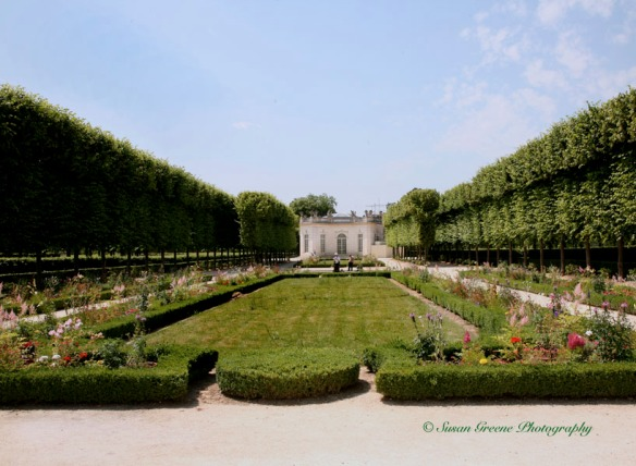 Versailles grounds leading lines